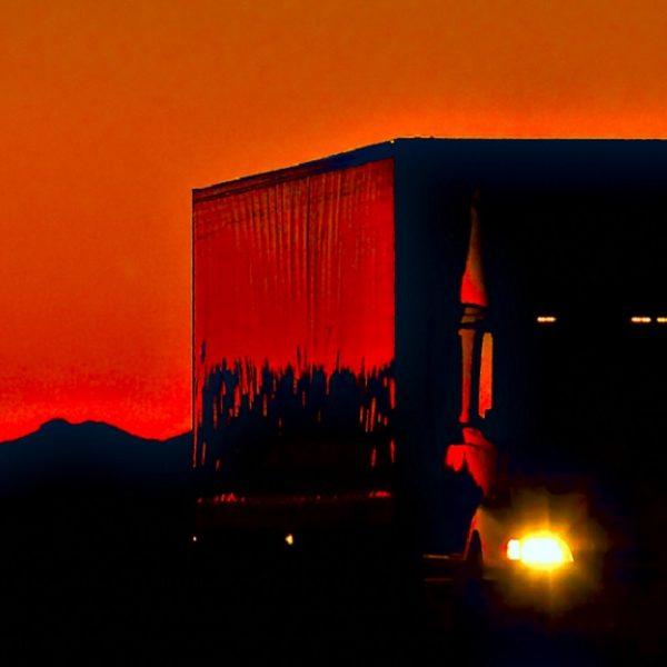 ドライバーの孤独と夜間作業